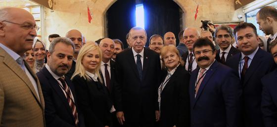 Cumhurbaşkanı Erdoğan, Mısır Çarşı'sındaki açılışın ardından çarşıyı gezerek vatandaşla sohbet etti - 04 Mayıs